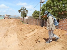 Caminhamentos e observação dos sedimentos na área do empreendimento.