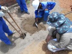 Desagregação, triagem, análise de sedimento e anotações em ficha de campo no PT-002.