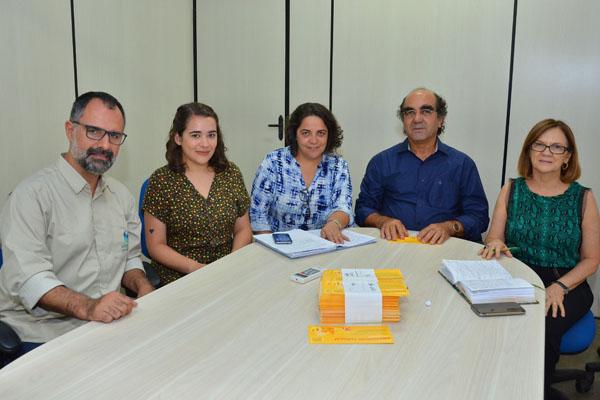 Atividade de esclarecimento: reunião com representantes na sede da SEMED, incluindo o Secretário Sr. Moacir Feitosa.