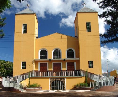 Igreja Matriz em Itaí-SP - Santo Antonio - Praça principal