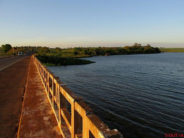 ponte sobre o rio jacaré pepira
